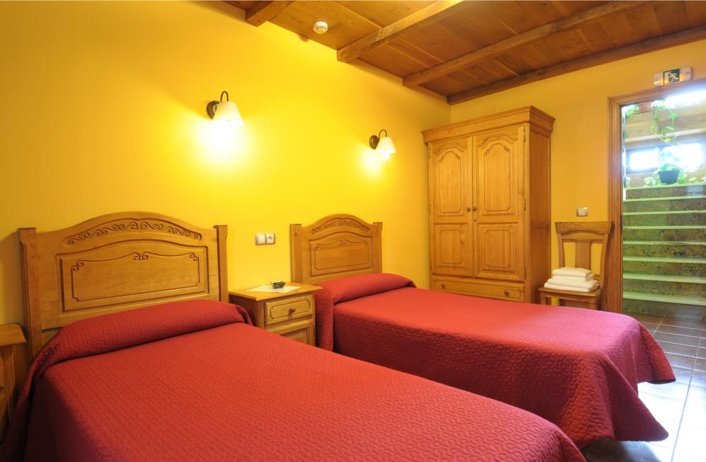 Habitacion con dos camas.