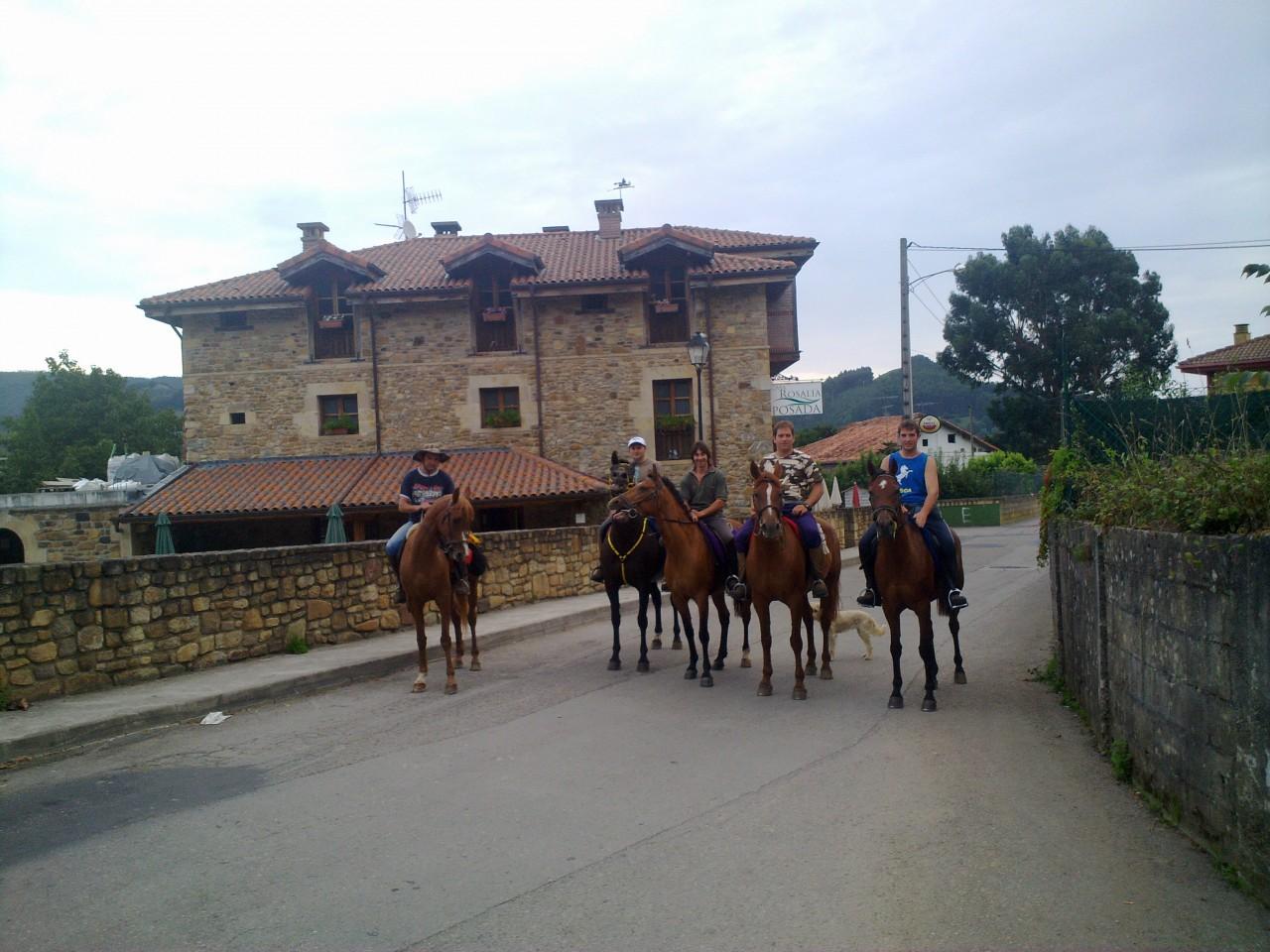 Los vecinos salen de paseo posada casa rosalia - Posada casa rosalia ...